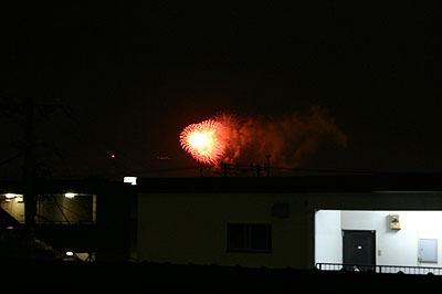 浦安の部屋からはこんな感じで花火が見えてた。
