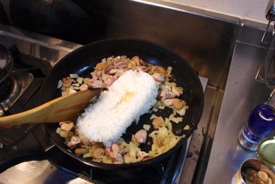 3.ご飯とともに加えて炒める。
