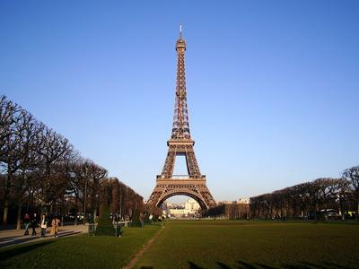 遥かなり、パリの都。