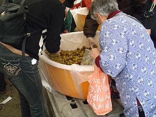 こちらは梅酒の梅。こちらも凄い勢いで詰められていた。