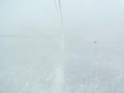 ロープウェーからの眺望も白一色だった