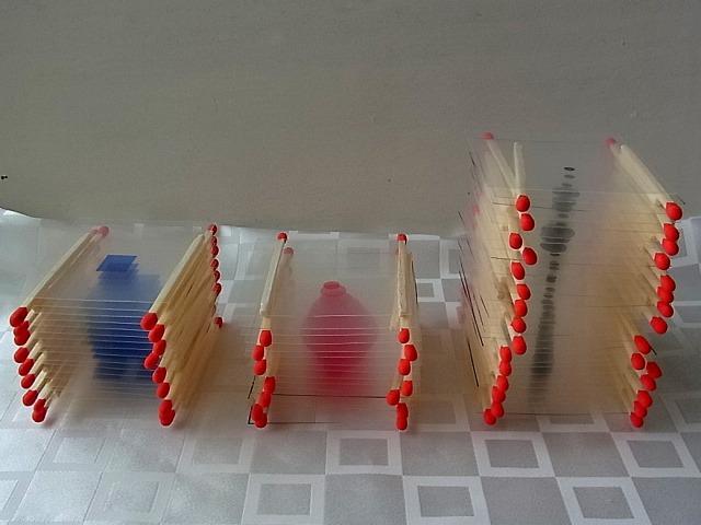 青いロボット、赤い菱形、黒いスカイツリー。こう並べると何かの暗号っぽくもある。