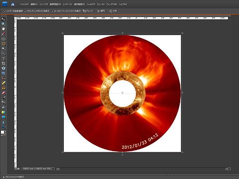 中心をくり抜いて、ここに胴体がすっぽりとはまる。一見CDのようだが実寸は直径1m半近くの設定をしてある画像だ。