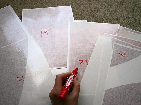 全部の赤い布に番号をふる。