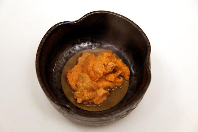 生ウニの湯通し。甘みが増して大変な美味しさでしたよ。