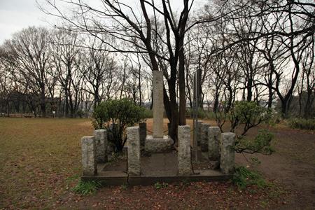 赤塚城趾と書かれた石碑