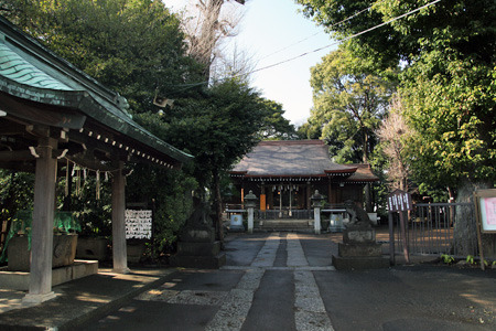 山の上の神秘的な神社