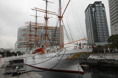 こちらは昭和5年に作られた帆船、日本丸