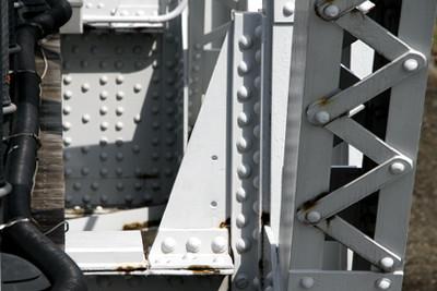 無数に打たれたリベットが古い鉄橋の魅力