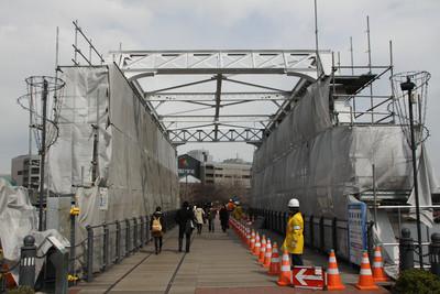 もう一つ同じ形式の橋があるが、こちらは補強工事中