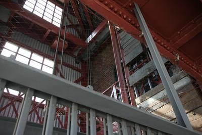 エレベータの雰囲気が工場然としていて素晴らしい