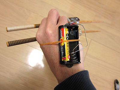 電池ボックスは手の甲に
