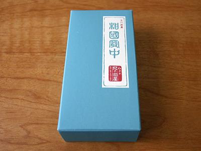 立川銘菓、だそうだ。気品あるパッケージ。