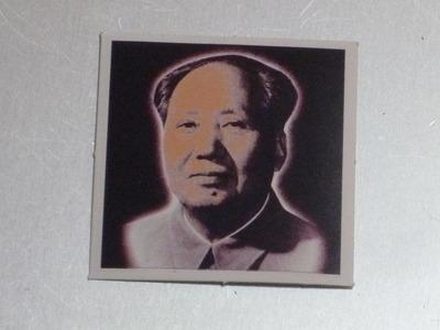 宇宙の深淵から現れたような毛沢東主席。
