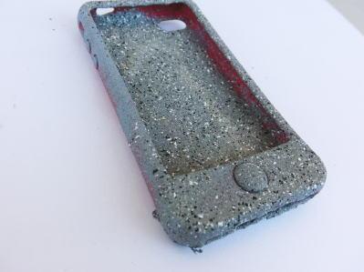 iPhoneケースってなかなかいいのがないよね。でも、石化すればこんなにCOOL!