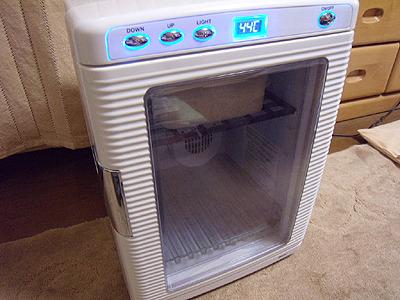 我が家には1度刻みで温度設定できる小型保冷温庫があります。発酵食品作るのに凄く便利です。