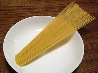 小麦粉のデンプンを多く含んでます。パスタ。