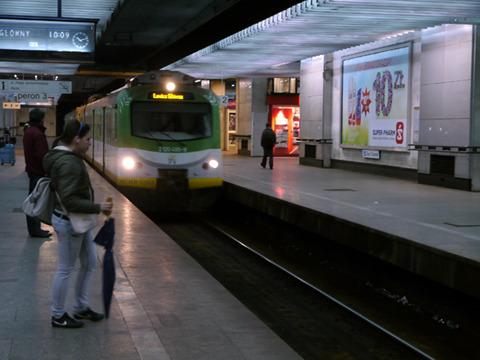 ワルシャワスロドミチエ駅。切符を買ったのはワルシャワ中央駅。