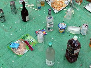 ここにも蒸留酒が並ぶ。一人だけ留守番してて、他のみんなはどっか行ったとの事。