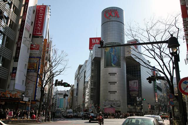 渋谷のランドマーク、109前を左に行くと道玄坂を登る...はずだけど平坦だなあ