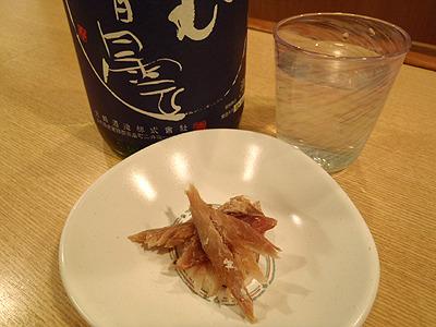 やはりくさやには日本酒とか、焼酎ですな。