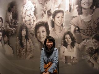 マドンナ達が描かれた壁。ルリ子とナナの間に挟まると自分の顔の薄さがよく分かる
