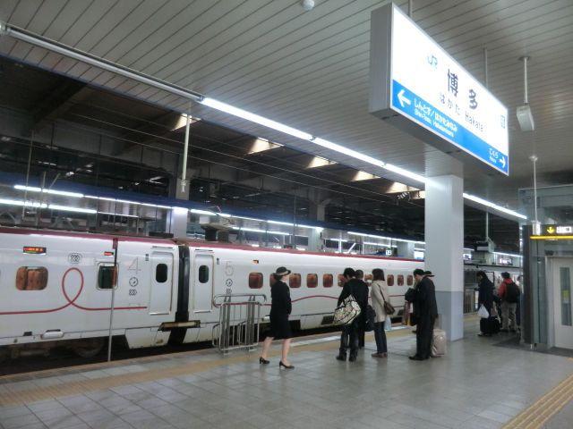 博多駅からスタート。見たことがない新幹線が斬新。乗ってもよかった!