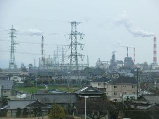 駅から鉄塔群が見える。萌え。