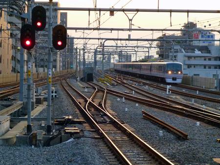 真ん中の下っている線路が豊島園方面