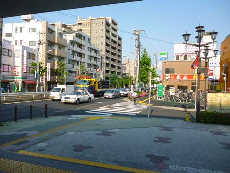 駅前の商店がスタバではなくラーメン屋であることを除けばほぼ東急沿線