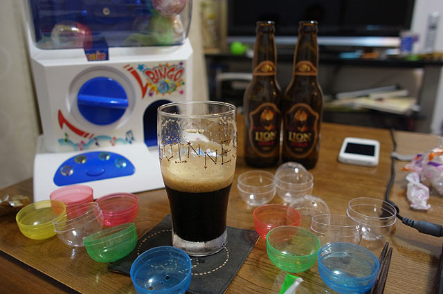 一人で飲んでるのにまるでパーティー。
