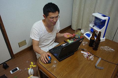 「酔いながら見ると楽しくなるサイトNo.1はアマゾンだな。」などと言いつつ、ふりかけを舐めながらビール飲む。