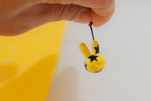 つまり、塗った黄色のうち、今貼った星柄の部分だけマスクされて残るというわけ。わかるかなあ。
