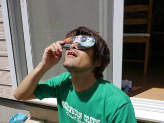 僕も買いました。すごいくっきり見えて日食じゃなくても感動するよ。口開くけど。
