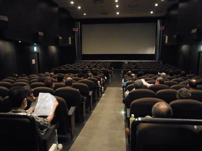 観客席は少なからず、という人数だろうか