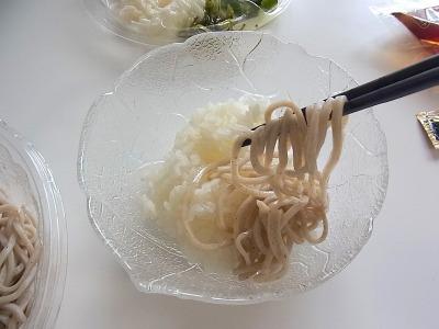 チラシ寿司といっても酢飯に具材を乗せていくだけだ。修行いらず。
