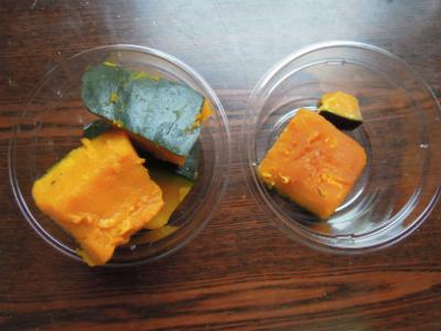 カボチャ煮もスーパーの方(左)は100円でてんこもり