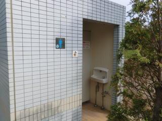 そう、公衆トイレに羽美翔を設置してみるのだ