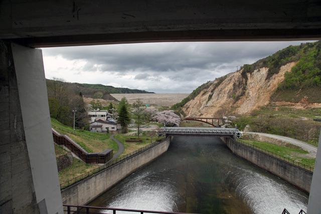 石淵ダムの上から見た胆沢ダム