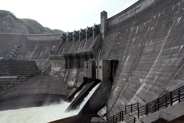 日本中見回しても似ているダムが思い当たらない(立入禁止場所から許可を得て撮影)