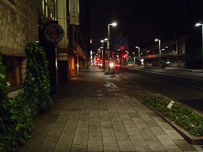 深夜の日本橋界隈は人通り無し。