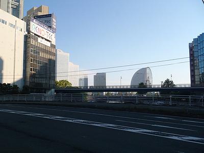 あの扇形はインターコンチネンタルホテルだ。もうすぐ横浜駅。残り40kmぐらい。