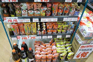 スーパーのソース売り場の充実ぶりはさすが。