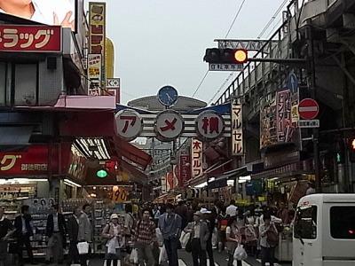 しかし、まずやってきたのは上野アメ横