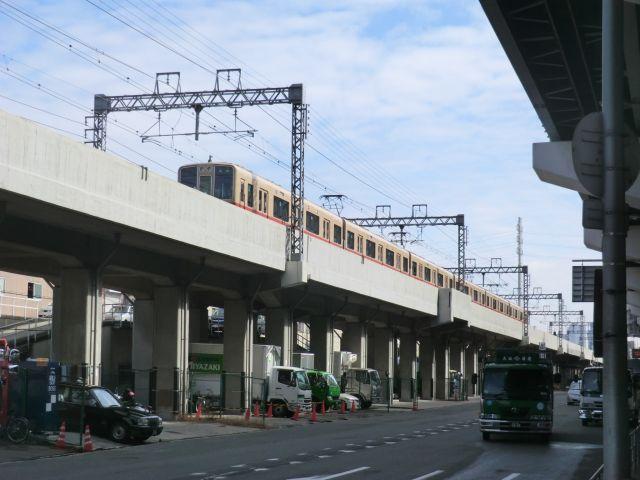 西のNY区民の足は阪神電車。ブロンクスを横断する。