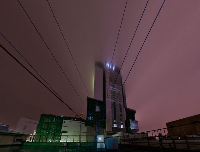 「かわいいビル」の屋上から見た建設中のヒカリエ。詳しくは最後のページで!