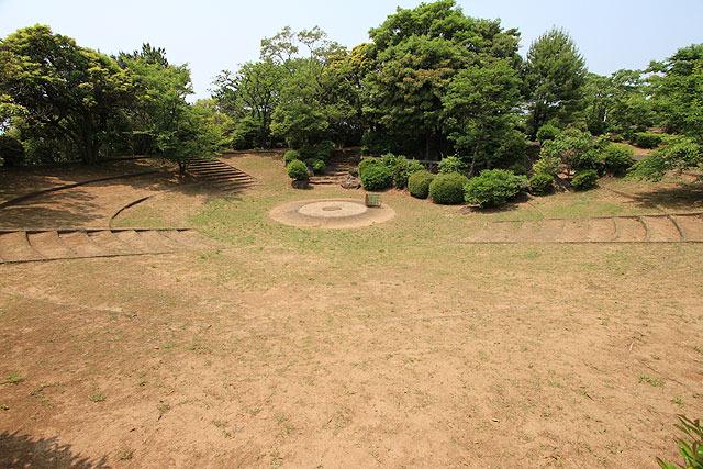どーんと砲台跡が広がっている。古代文明という雰囲気。