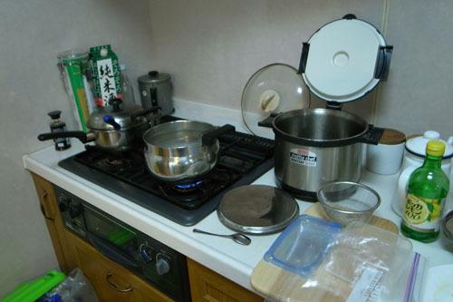 キッチンを占領するタピオカ製造現場。