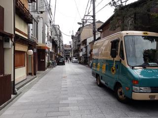 いい景色のなかに宅配便のトラックがあると広告っぽくなる