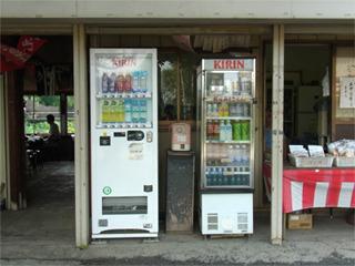 12本だけど5種類の自販機を置く茶店を見つけた!(キリン)